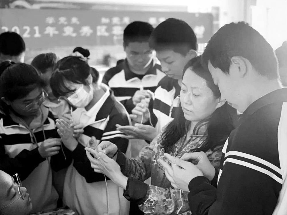 保定竞秀区组织传承人走进学校 让孩子们爱上非遗文化